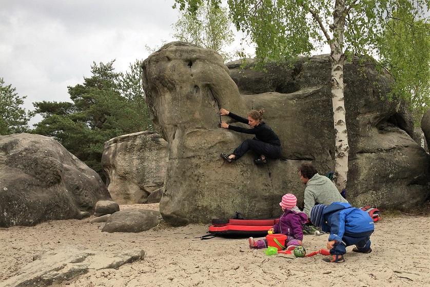 Kinder an die Wand – Klettern mit kleinen Kindern